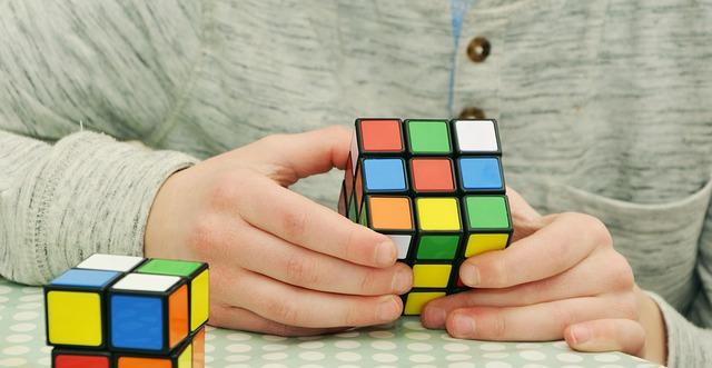 https://finturi.com/wp-content/uploads/2019/08/magic-cube-1976725_640.jpg